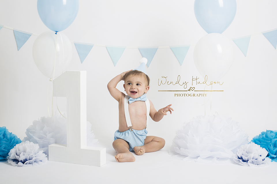 Blue and white cake smash photoshoot