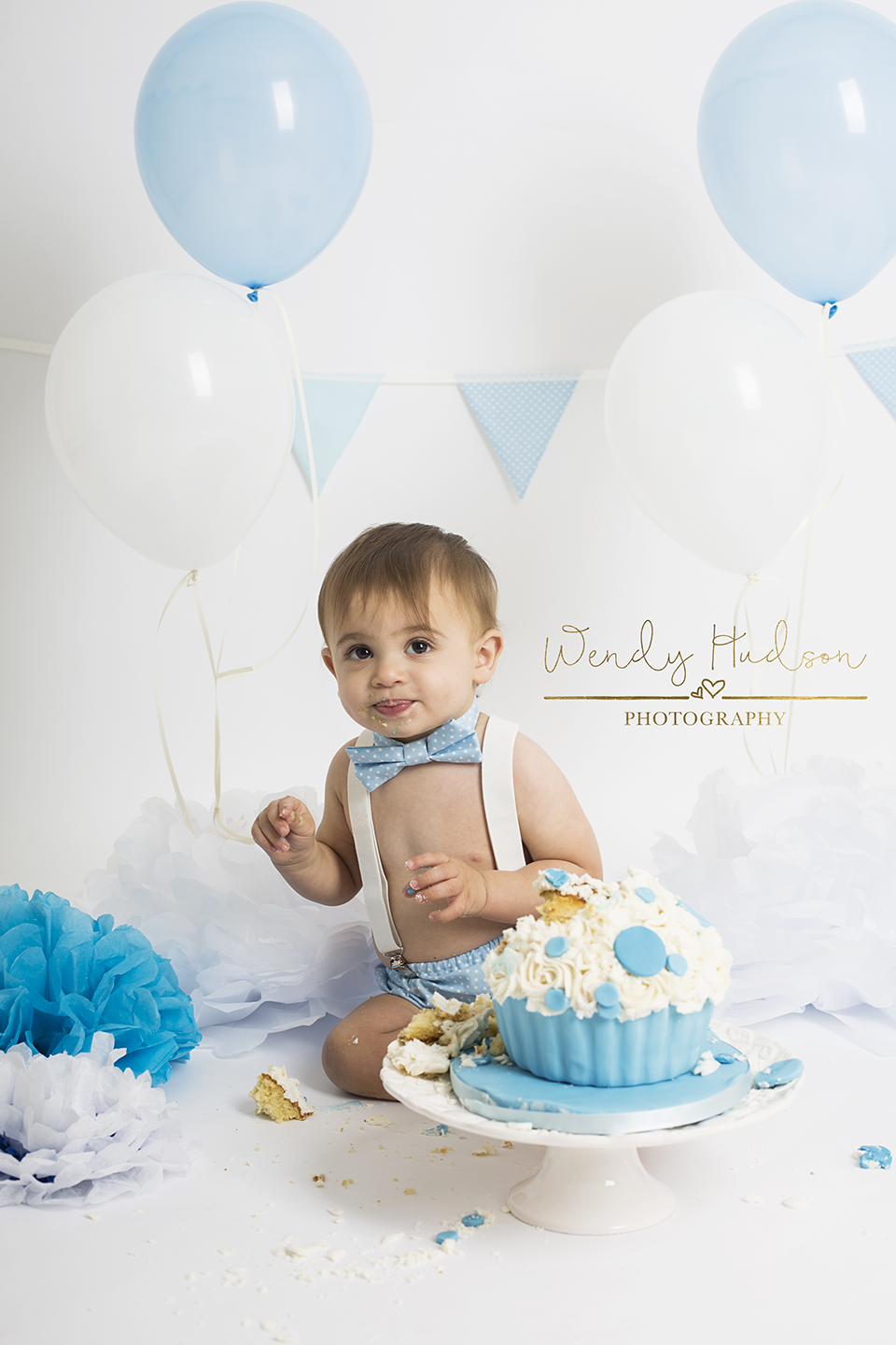 blue and white cake smash photoshoot west sussex