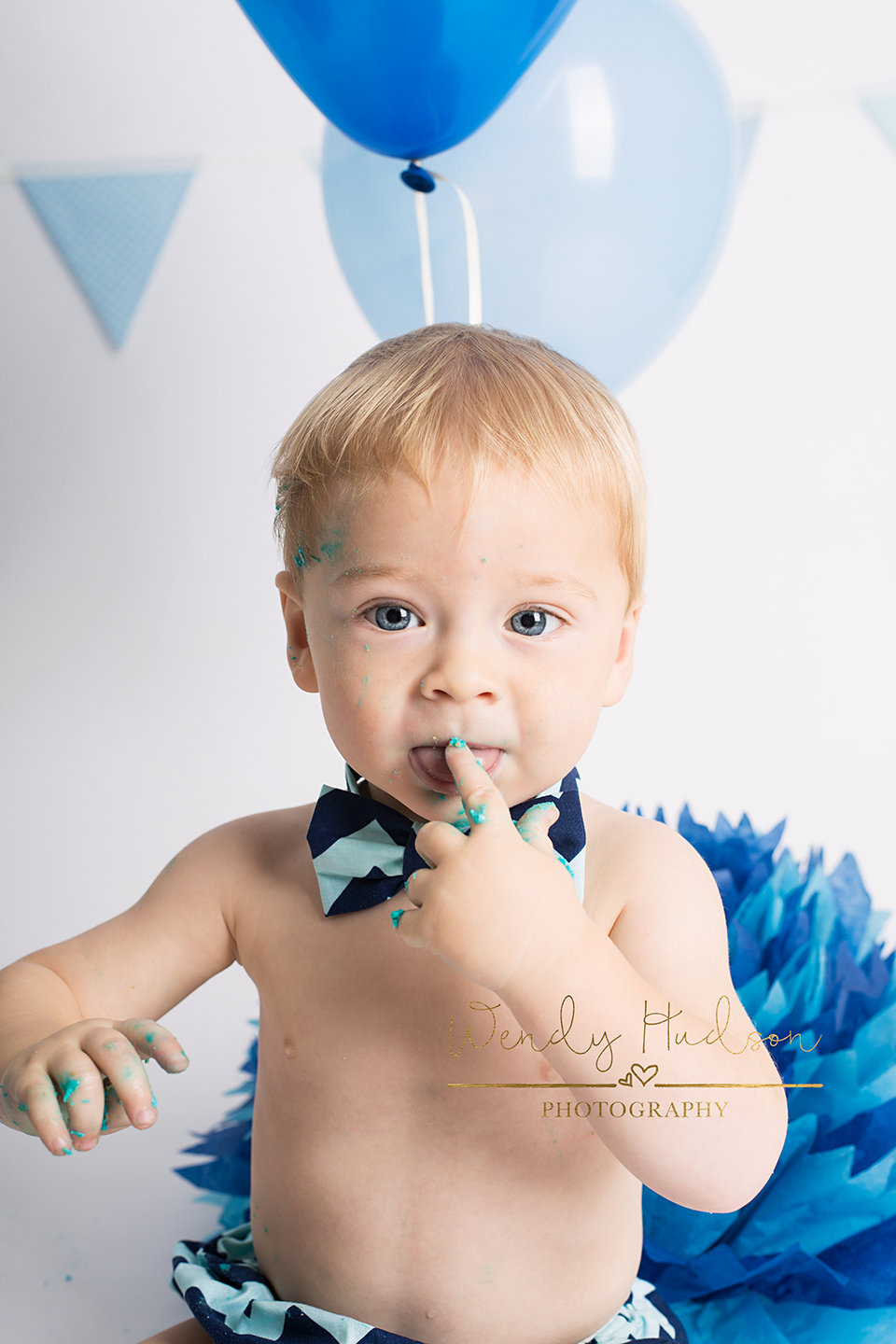 specialist cake smash photographer west sussex and hampshire